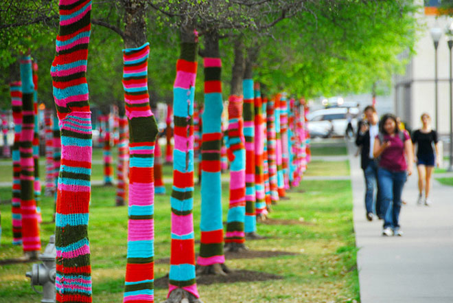 Lets-yarn-bomb-Blog-Benetton-4